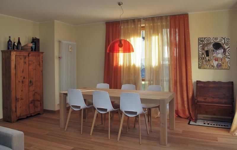 Tavolo in legno per sala da pranzo arredo facile srl - Arredo sala da pranzo ...