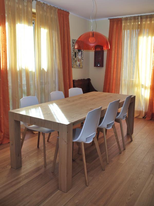 Tavolo in legno per sala da pranzo arredo facile srl - Piantana per tavolo da pranzo ...